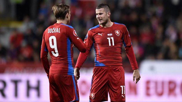 Daniel Pudil (vpravo) během utkání kvalifikace ME 2016 proti Islandu.
