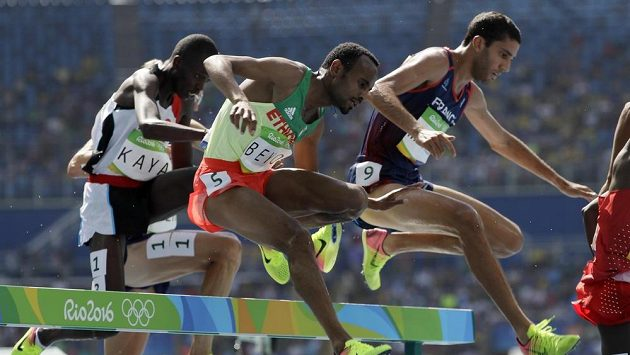 Etiopan Chala Beyo (uprostřed) na OH loni v Riu.