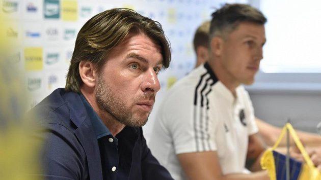 Zleva sportovní manažer fotbalového klubu FC Fastav Zlín Zdeněk Grygera a trenér Jan Jelínek.