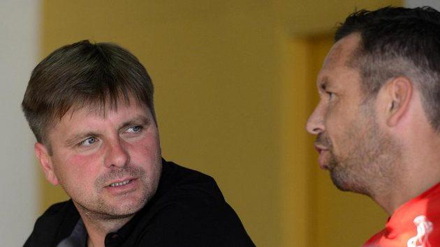 Plzeňský trenér Dušan Uhrin ml. (vlevo) a záložník Pavel Horváth na tiskové konferenci před pátečním zápasem Superpoháru.