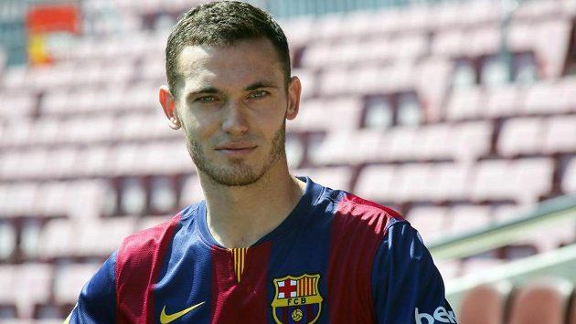 Belgický obránce Thomas Vermaelen už pózuje v dresu Barcelony.