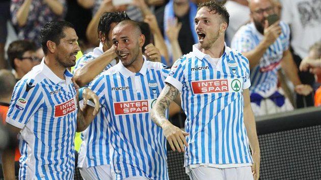 Fotbalisté Spalu oslavují branku v zápase proti Udine.