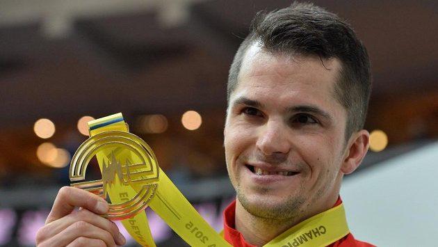 Jakub Holuša z ČR se zlatou medailí na HME v Praze.