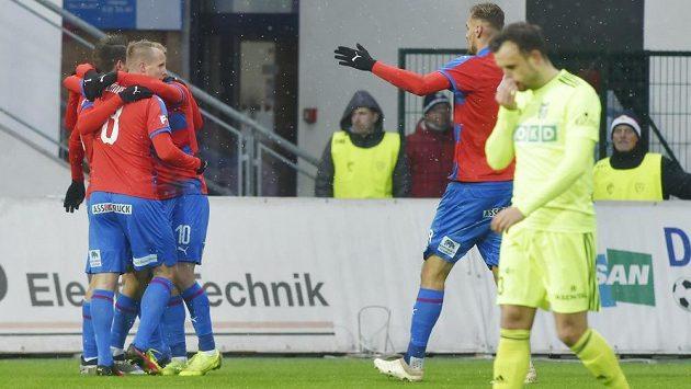 FOTBAL ON-LINE: Plzeň zvyšuje náskok! Gólem zpřímého kopu se blýskl Procházka
