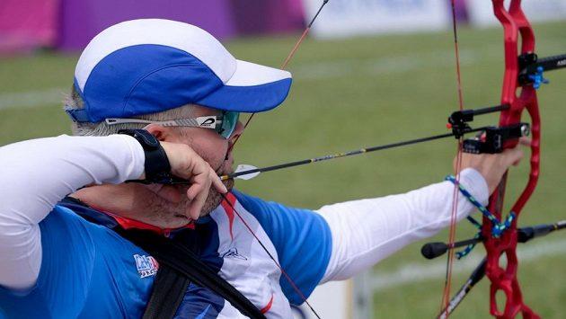 Český lukostřelec David Drahonínský soutěží na paralympijských hrách v Tokiu.