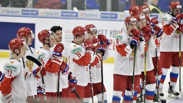 Čeští hokejoví mladíci slaví vítězství nad Ruskem. Bylo to neuvěřitelné, diváci nás hnali dopředu, pochvalují si