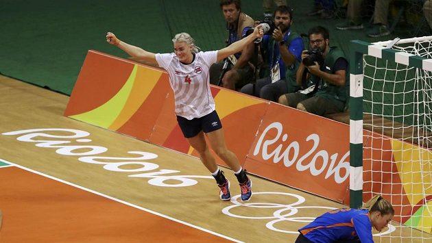 Norka Veronica Kristiansen se raduje z gólu v zápase o třetí místo.