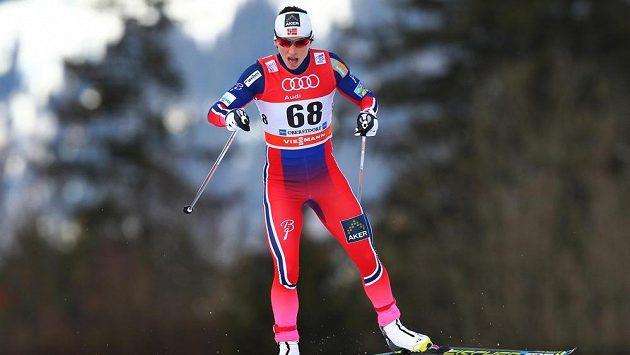 Vedoucí žena Světového poháru Marit Björgenová ovládla prolog Tour de Ski v dresu se slavným číslem 68.