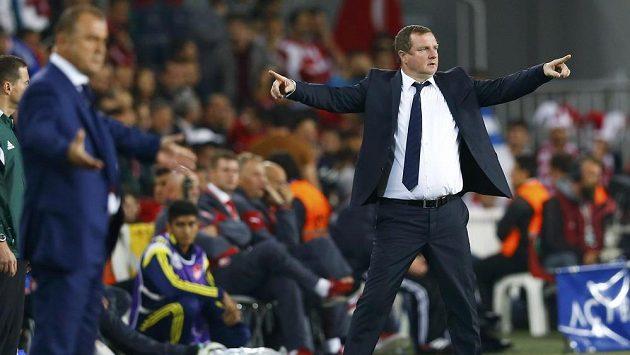 Trenér fotbalové reprezentace Pavel Vrba prožíval kvalifikační duel v Istanbulu hodně emotivně.