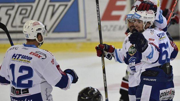 Hráči Brna se radují z gólu. Zleva kapitán Leoš Čermák, Jozef Kováčik a autor branky Peter Trška.