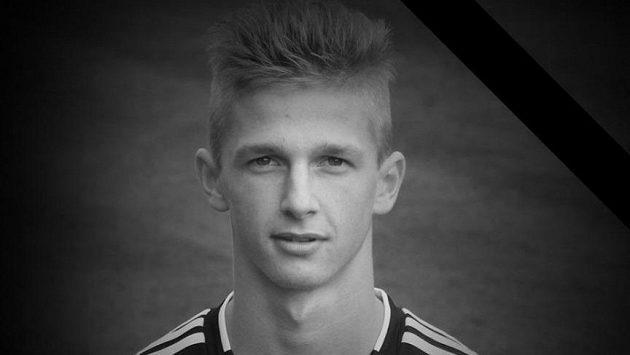 Talentovaný fotbalový záložník Rostislav Kadlec zemřel při autonehodě.