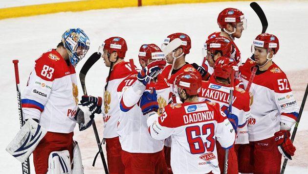 Radost ruských hokejistů po utkání se Švédskem na turnaji Karjala.