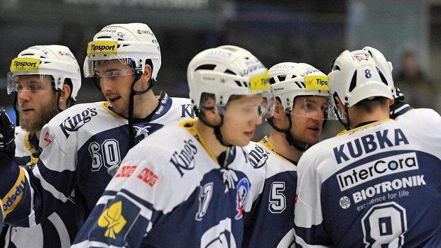 Plzeňští hokejisté se radují z vítězství.