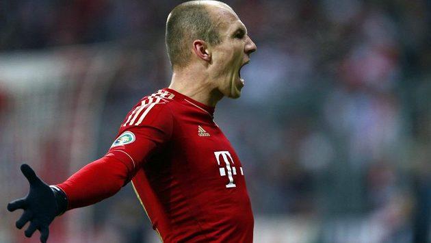 Arjen Robben z Bayernu Mnichov se raduje z úvodní trefy ve čtvrtfinálovém utkání Německého poháru s Dortmundem.