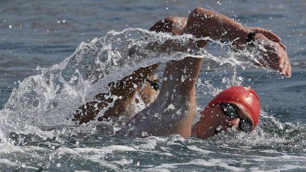 Britský plavec Jack Burnell na trati olympijského závodu na 10 km.