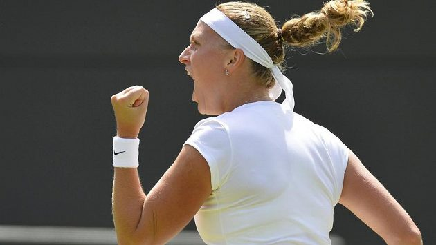 Petra Kvitová se raduje z postupu do osmifinále.