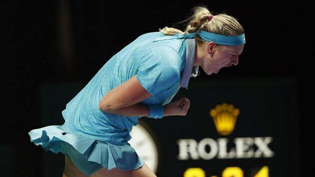 Vítězné gesto české tenistky Petry Kvitové v utkání s Marií Šarapovovou.