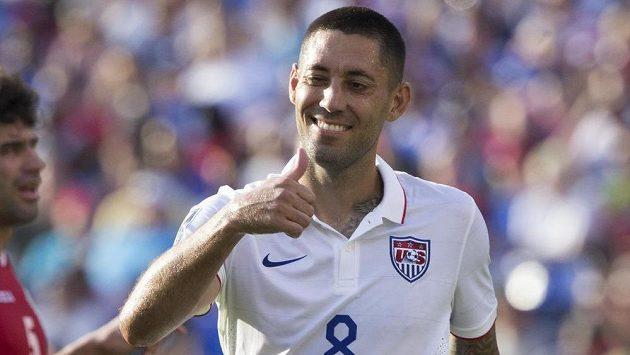 Clint Dempsey se raduje v duelu s Kubou.