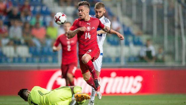 Český útočník Václav Kadlec během přípravného utkání s Arménií.