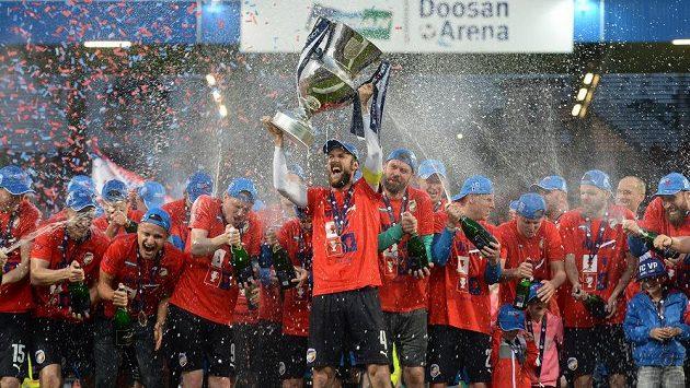 Plzeňské oslavy titulu se podepsaly pod blamáží na Slavii. Teď to hráči pocítí finančně...
