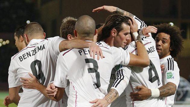 Fotbalisté Realu Madrid se radují z branky, kterou vstřelili do sítě mexického celku Cruz Azul.