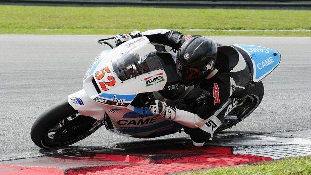Lukáš Pešek se strojem Suter-BMW při testech na okruhu v Sepangu.