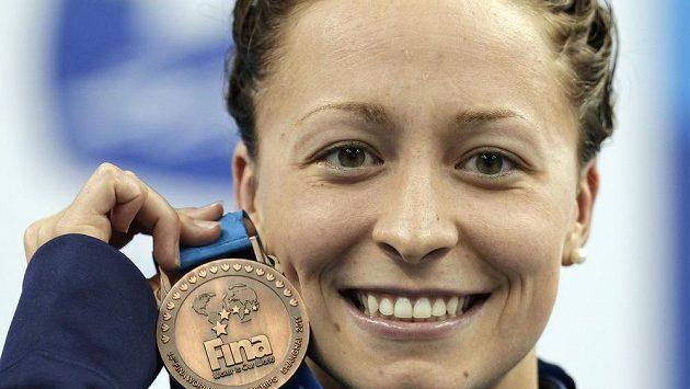 Americká plavkyně Ariana Kukorsová s bronzem z MS 2011 v Šanghaji.