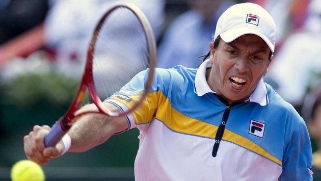 Tenista Carlos Berlocq poslal Argentinu do semifinále Davis Cupu.