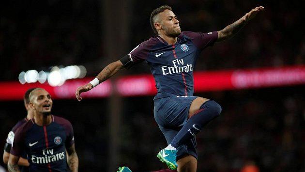 Neymar divoce oslavuje gól PSG v duelu s Toulouse.