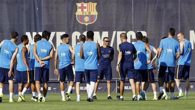 Fotbalisté Barcelony před tréninkem.
