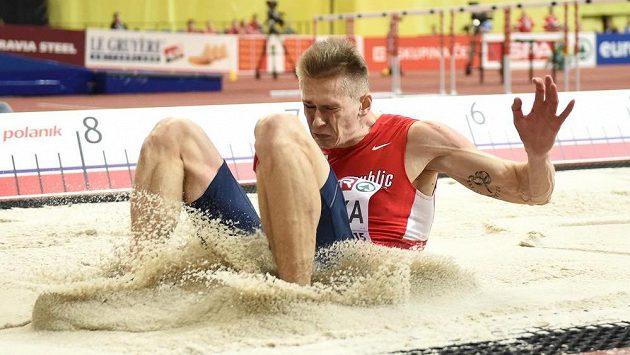 Český dálkař Radek Juška během halového mistrovství v atletice.
