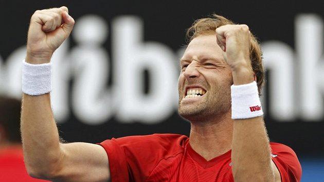 Francouzský tenista Stéphane Robert oproti loňsku poskočil o téměř 200 pozic v žebříčku ATP.