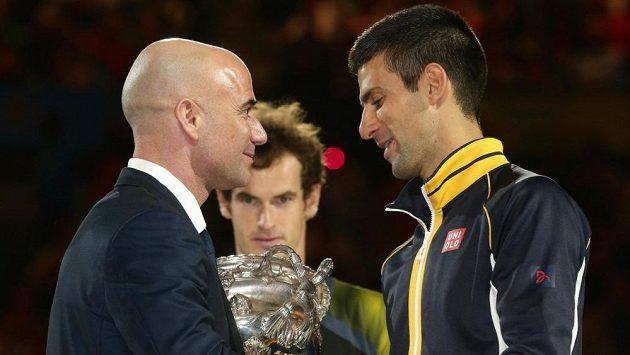 Andre Agassi (vlevo) a Novak Djokovič.