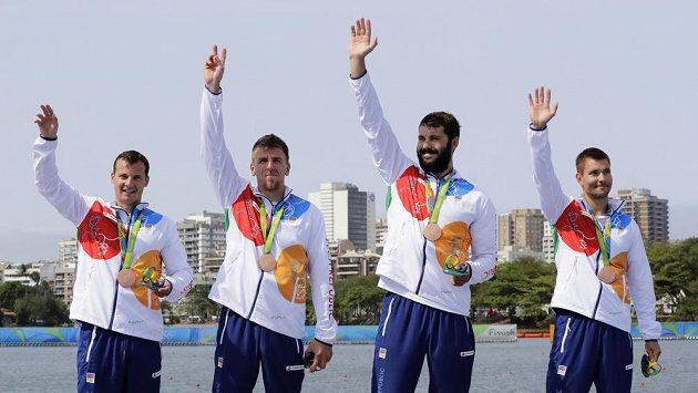 český čtyřkajak Daniel Havel, Lukáš Trefil, Josef Dostál and Jan Štěrba slaví třetí místo na olympiádě v Riu.