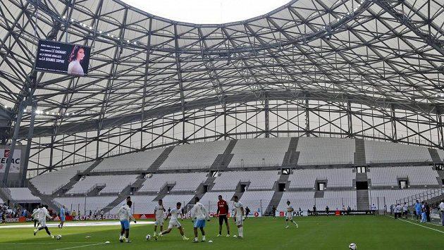 Fotbalisté Marseille při tréninku na stadiónu Velodrome.