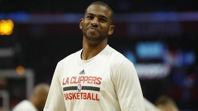 Hvězdný rozehrávač Chris Paul přestoupil v NBA z Los Angeles Clippers k basketbalistům Houstonu Rockets výměnou za sedm hráčů.