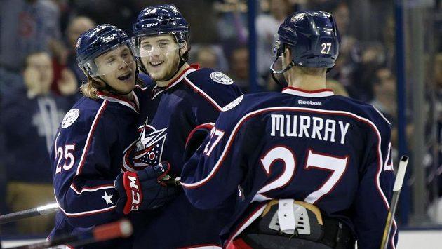 Hokejisté Columbusu se radují z gólu. Proti Montrealu jich nastříleli deset.