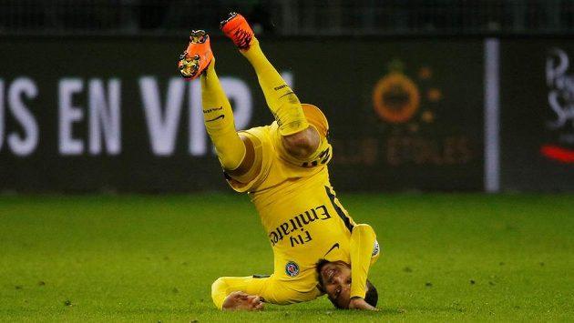 Fotbalisté Paris Saint-Germain sice ztratili ve francouzské lize body teprve popáté v sezóně, z remízy na hřišti St. Etienne ale měli ohromnou radost. Layvin Kurzawa metal po vlastním gólu soupeře po hřišti kozelce.
