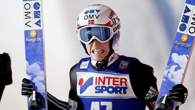 Norský skokan Anders Fannemel se v Rusku radoval z vítězství v závodě Světového poháru.