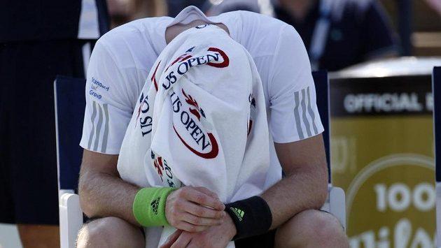 Britský tenista Andy Murray během úvodního kola US Open proti Robinovi Haasemu.