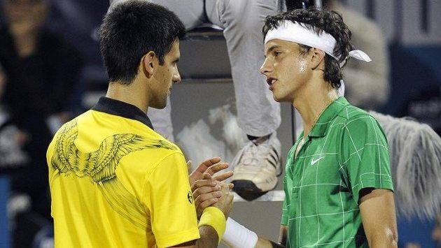 Srbský tenisový idol Novak Djokovič (vlevo) s talentovaným krajanem Filipem Krajinovičem na turnaji v Bělehradu.
