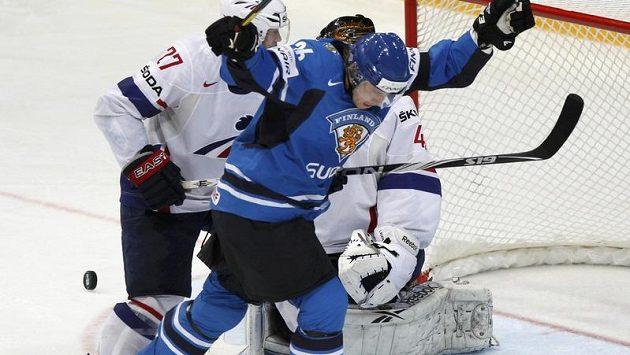 Jussi Jokinen jásá, svou první trefou v utkání zvyšoval finské vedení už na 3:0.