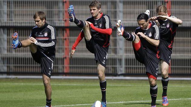 Trénink Bayernu v předvečer ginále Ligy mistrů, zleva Philipp Lahm, Thomas Müller a Daniel Pranjić.