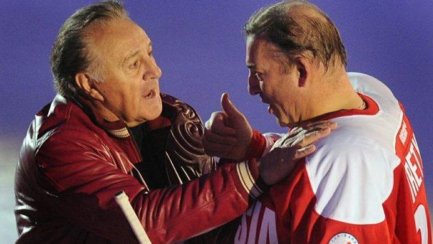 Na pamětné bitvy zavzpomínali po čtyřech dekádách účastníci slavné Série století 1972 - brankář Vladislav Treťjak (vpravo) a kanadský útočník Phil Esposito