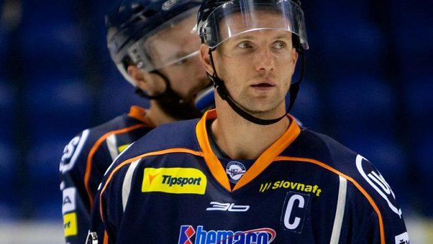 Hokejista Košic Martin Štrbák utrpěl dvojnásobnou zlomeninu lebky.