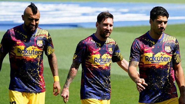 Barcelonské trio Arturo Vidal (vlevo), Lionel Messi (uprostřed) a Luis Suárez