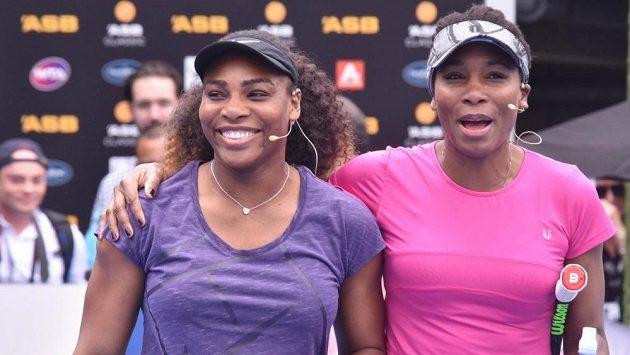 Serena (vlevo) a Venus Williamsovy.