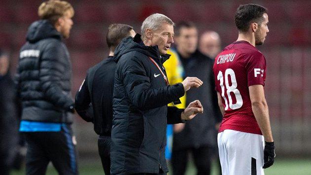 Trenér Sparty Zdeněk Ščasný udílí pokyny Alexandru Chipciuovi během utkání proti Teplicím.