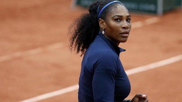 Serena Williamsová z USA v osmifinále French Open s Ukrajinkou Elinou Svitolinovou.