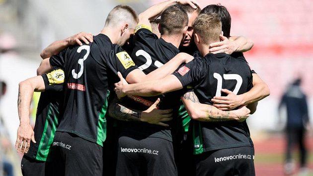Fotbalisté Příbrami oslavují gól